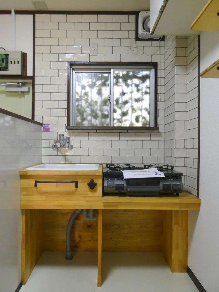 キッチンは作業スペース・収納共に少なめ