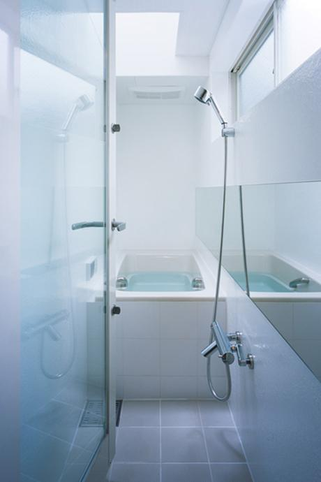 新築当時の風呂。天窓があって明るい