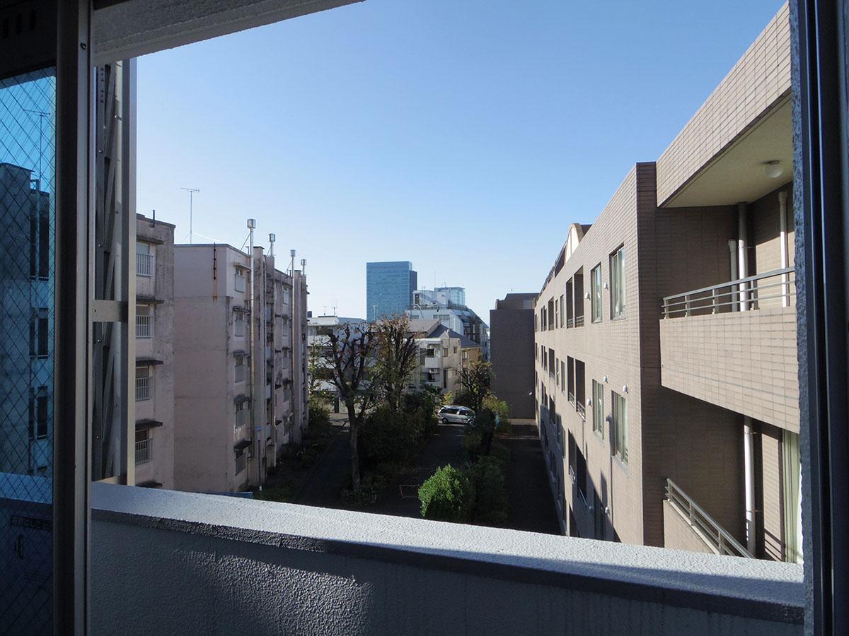 バルコニーからも青い空がしっかりと見える