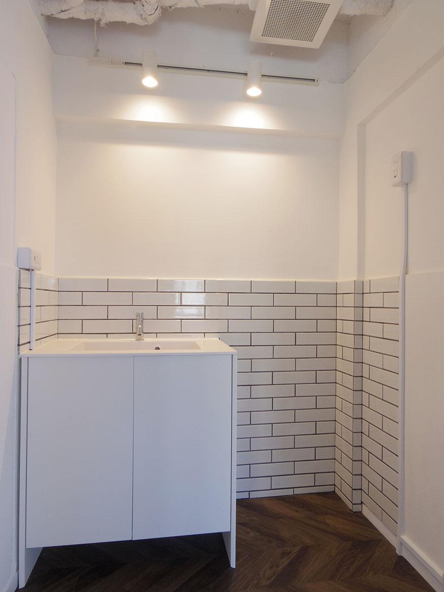 タイル張りの給湯室