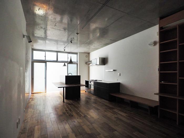 天井高が2.8mと高く、ワイドなリビング。写真では伝わらない開放感がある