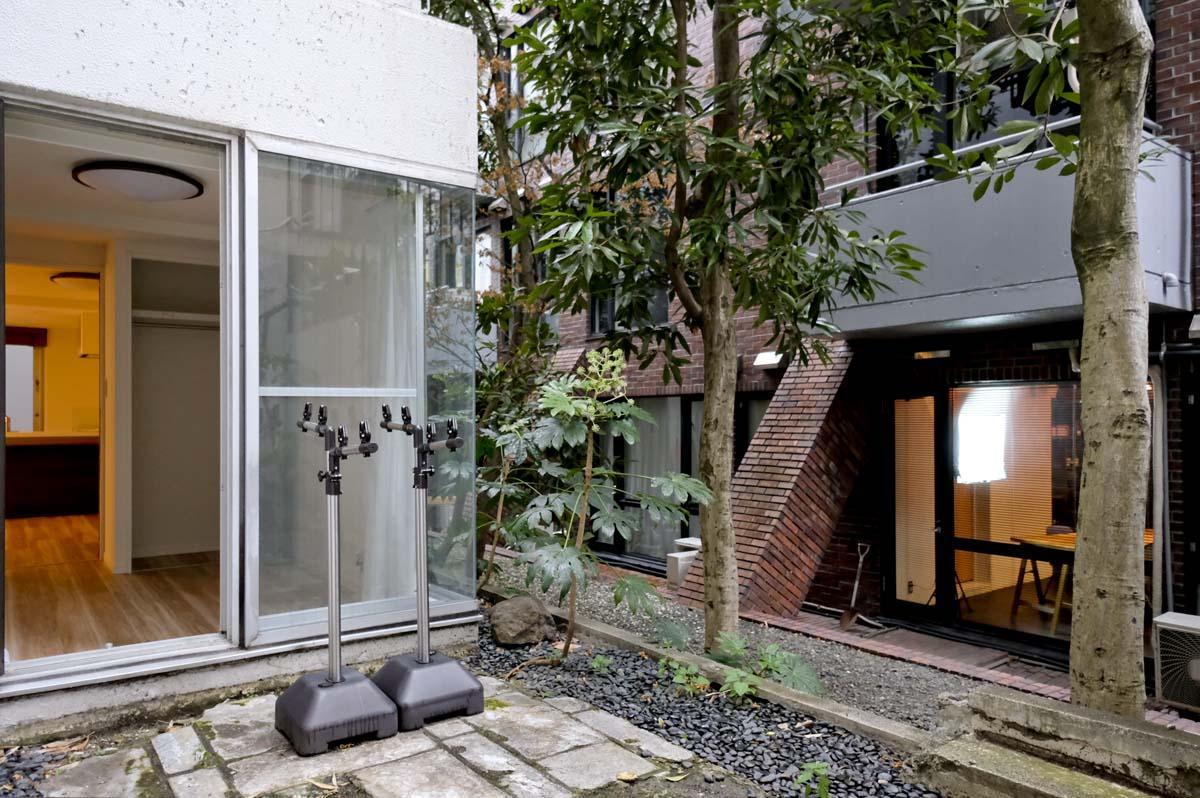 専用庭(となりのマンションの1階部分から見えやすい)
