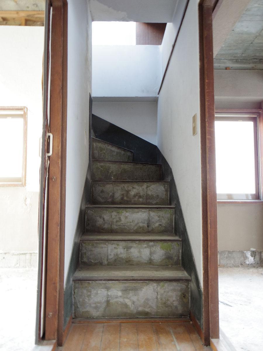3階から屋上への階段
