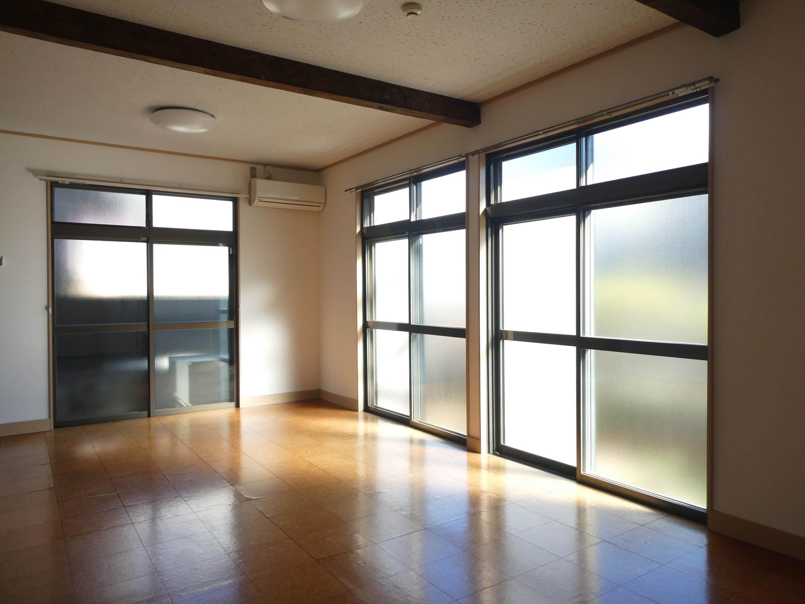 光が優しく室内を照らします