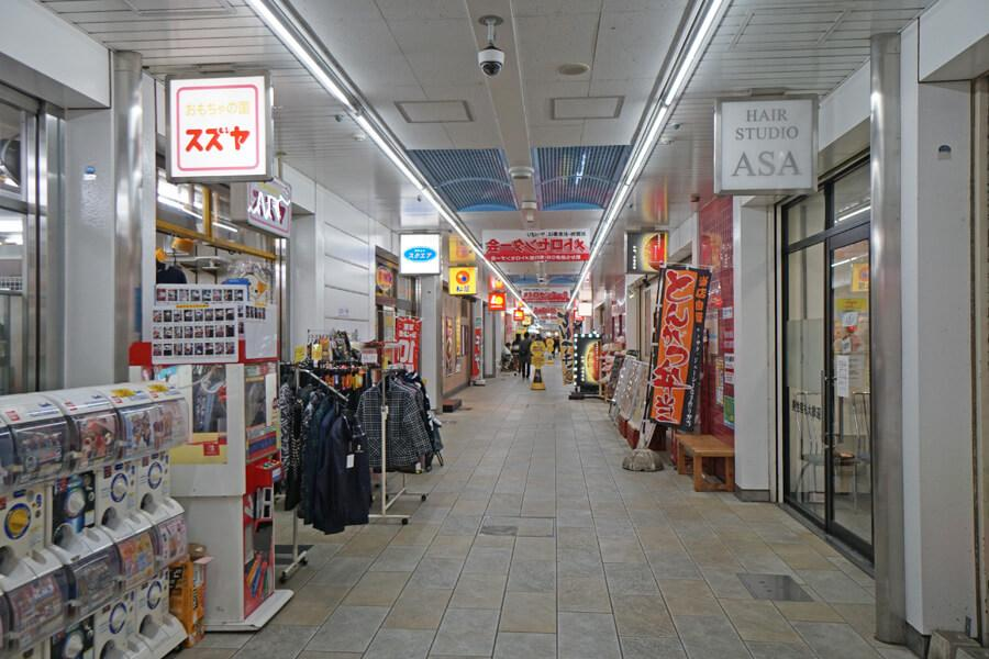 南行徳駅高架下の商店街はこんな感じです