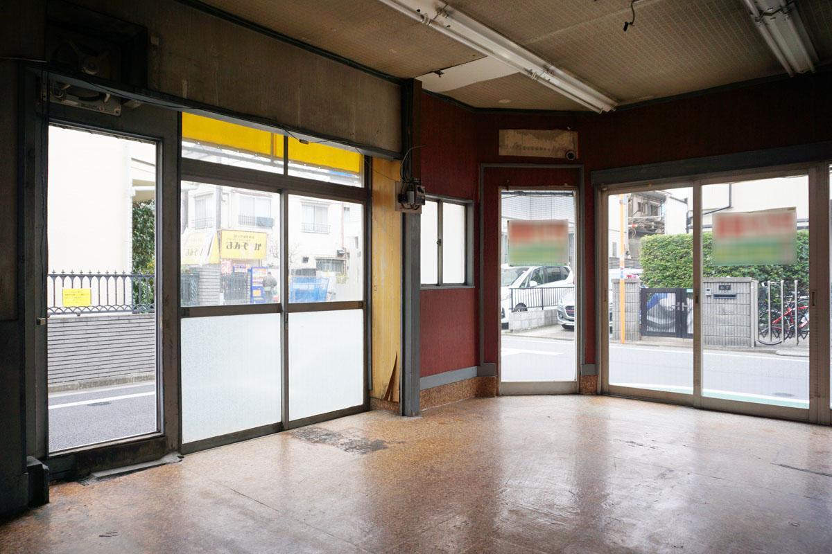 1階:窓が大きく解放的な空間