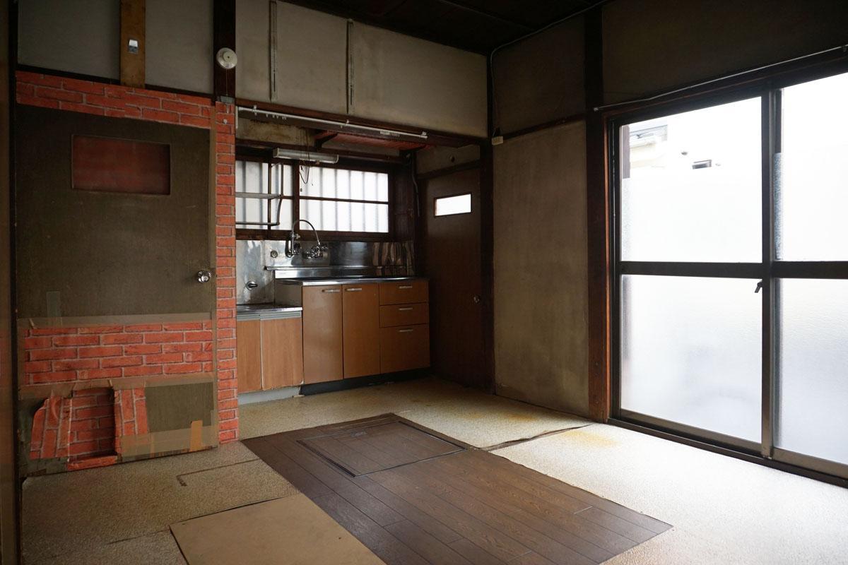 1階キッチン:サッシも古いので交換した方が良さそう
