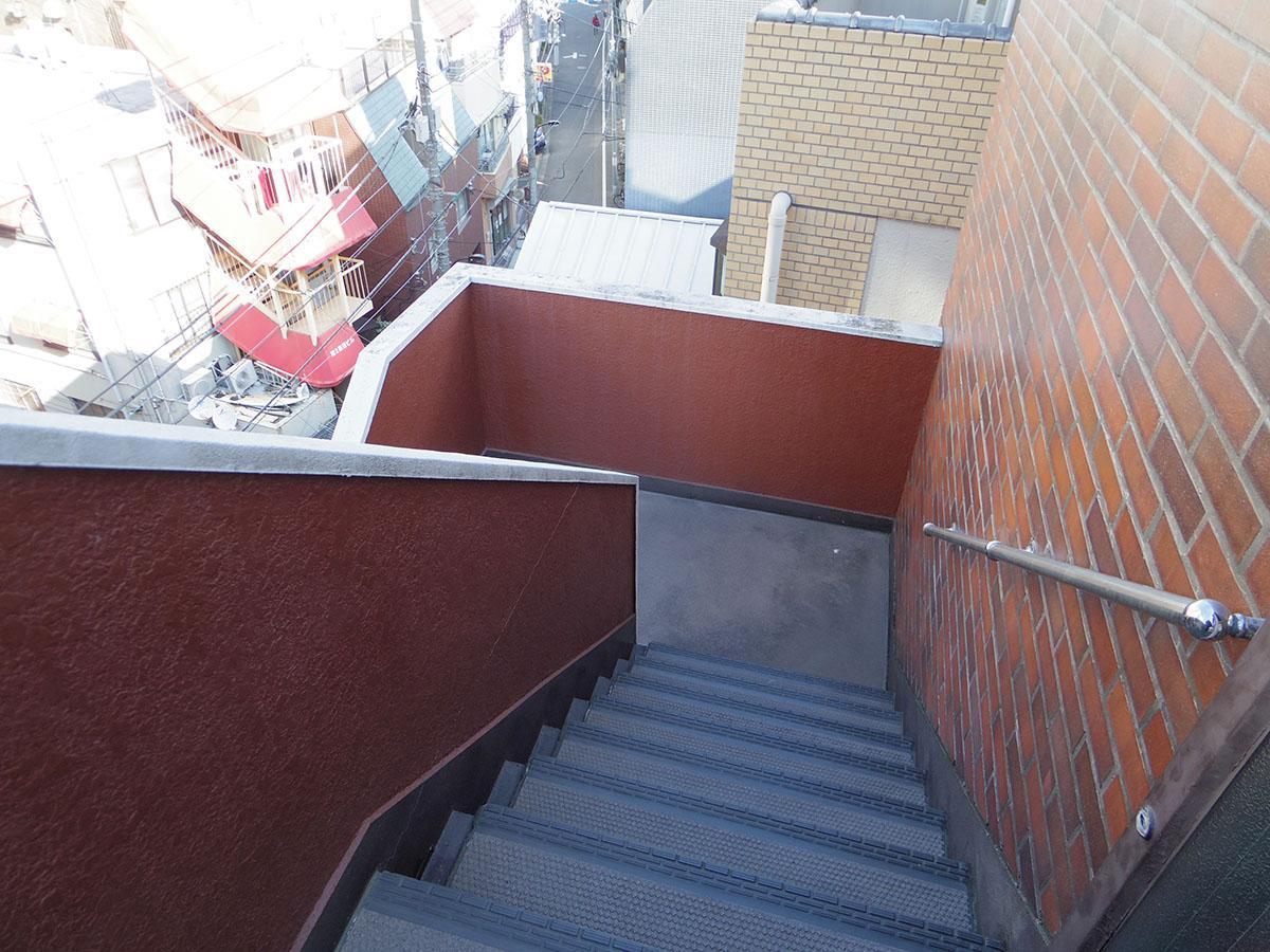 エレベーターはなく階段のみ。エントランスが2階なので、意外ときつくないかも!?