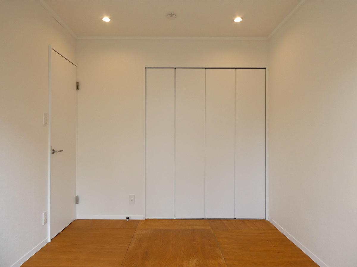 寝室:クローゼットは幅1.6m×奥行1.2mと広め