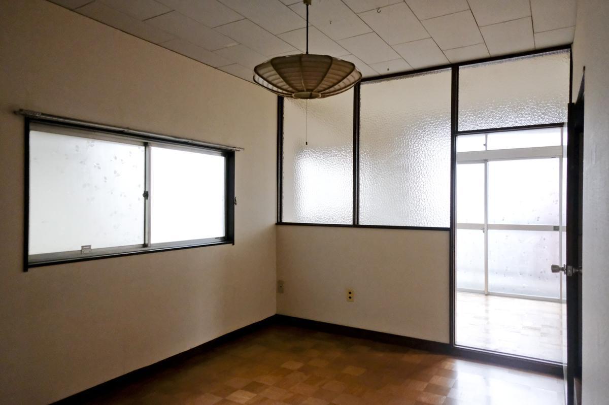 2階:仕切りに使われた型板ガラスがいい
