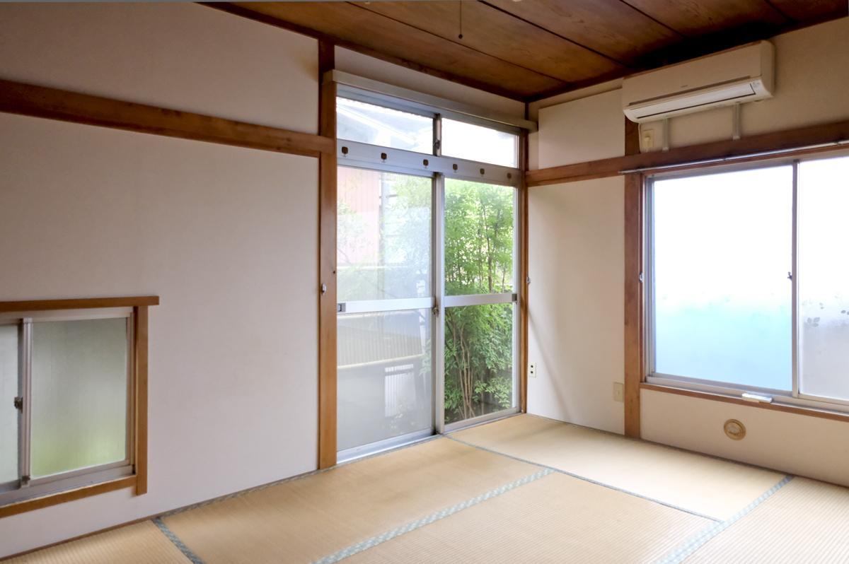 1階:キッチン手前の和室