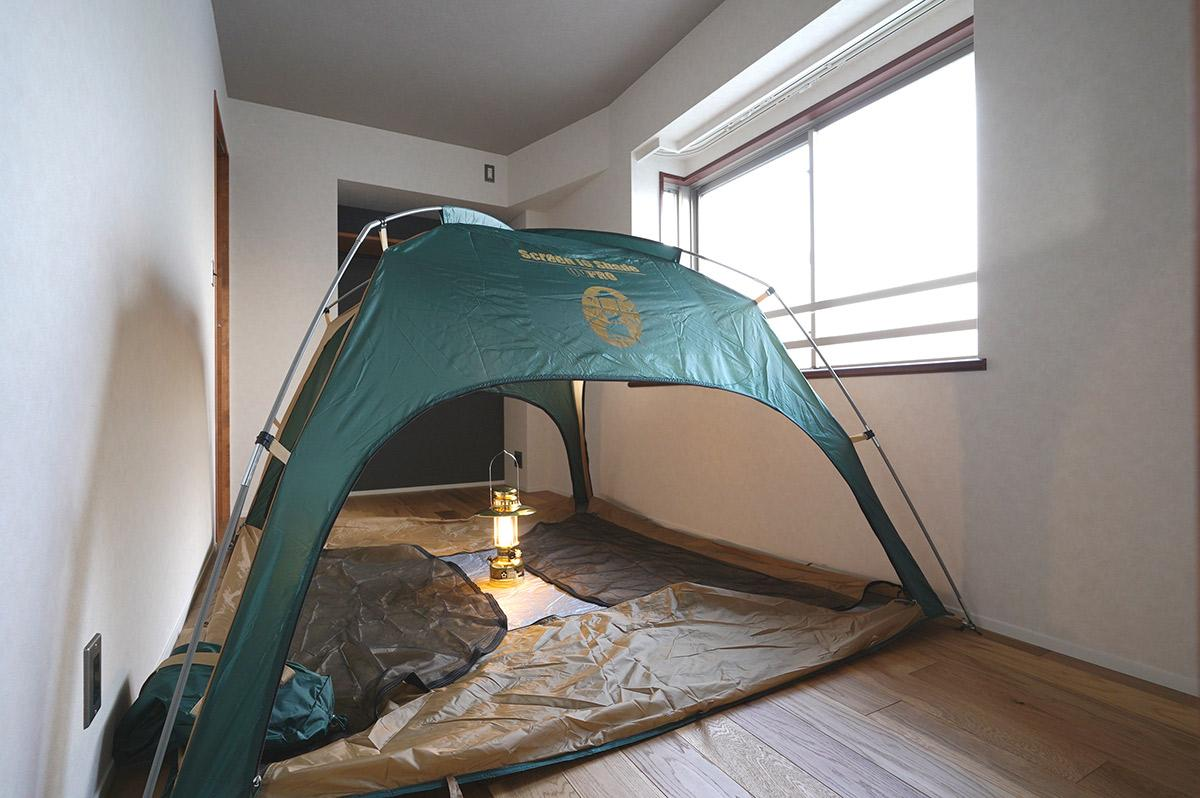 もうひとつの寝室にはテントが(取り外し可能)