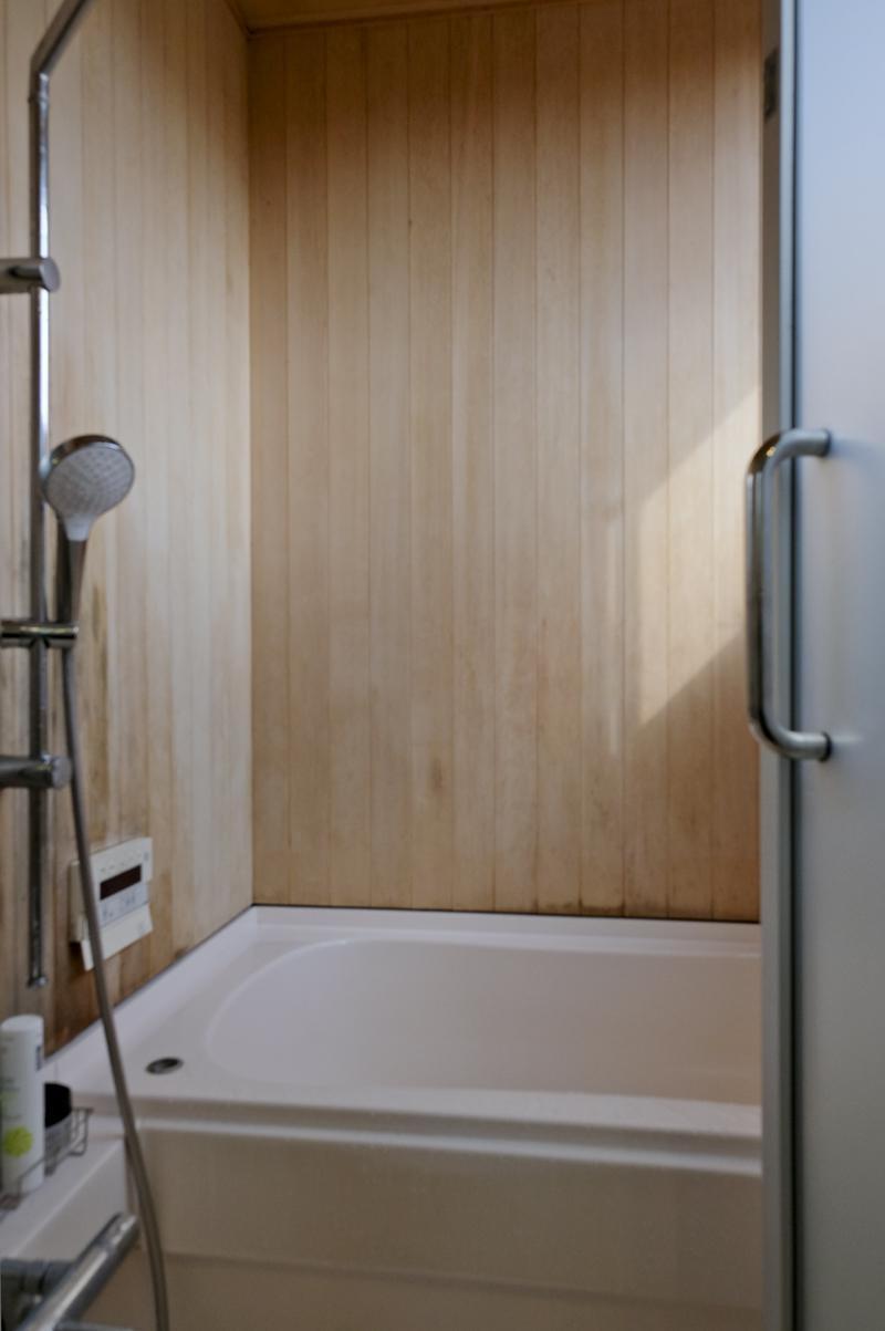 1階:浴室。青森ヒバの木材が使われています