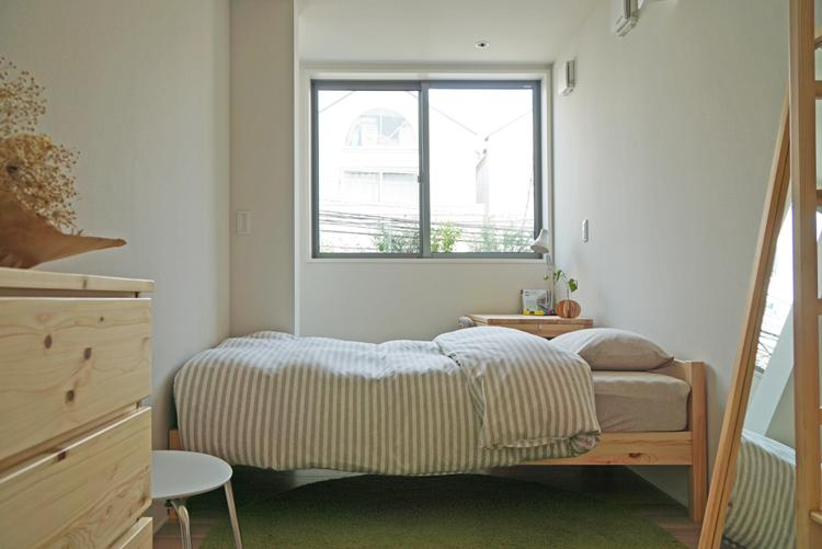 4.1畳の洋室は子ども部屋として程よい広さ。こちらもサンルームとつながったつくり