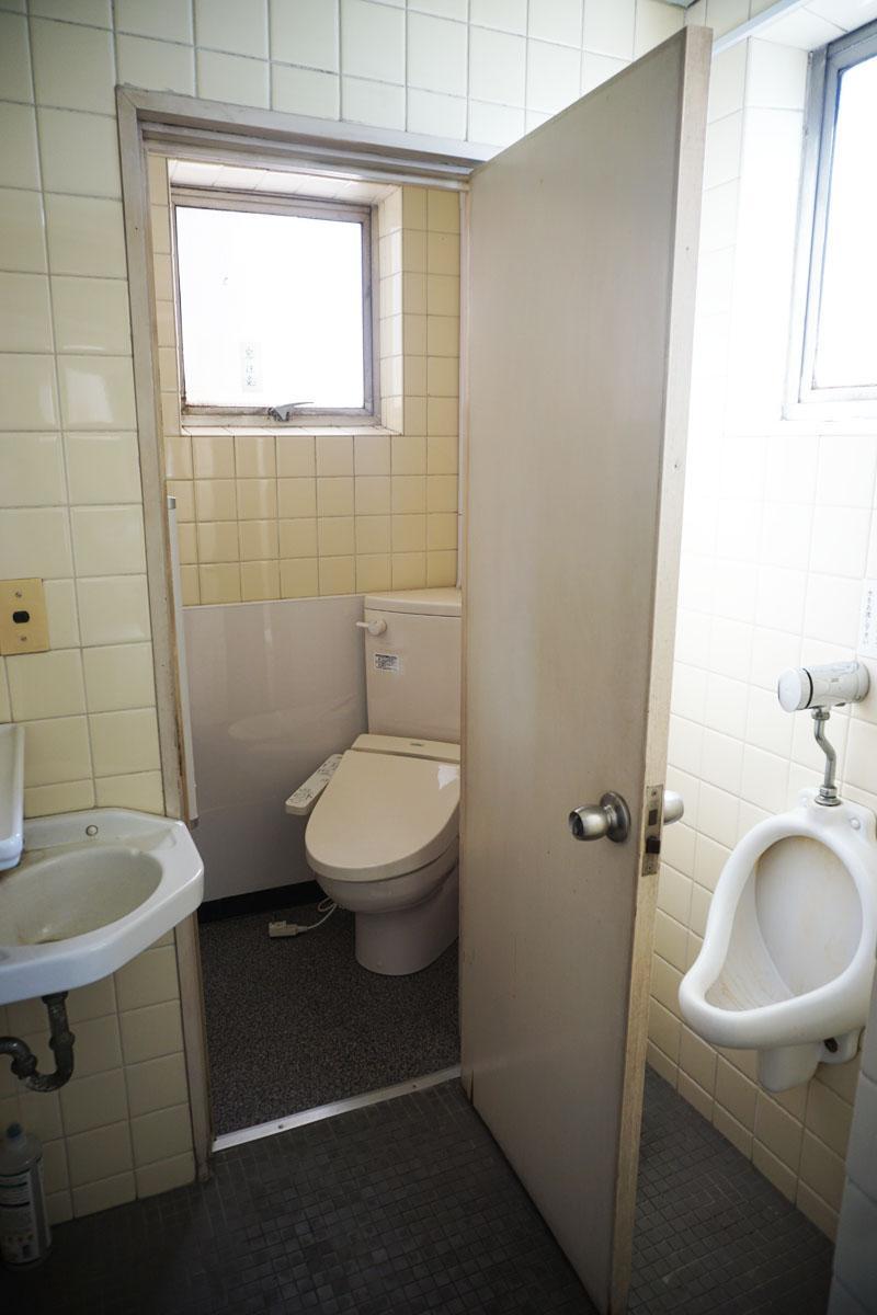4階トイレ:5階も同様、男性用と洋式トイレ