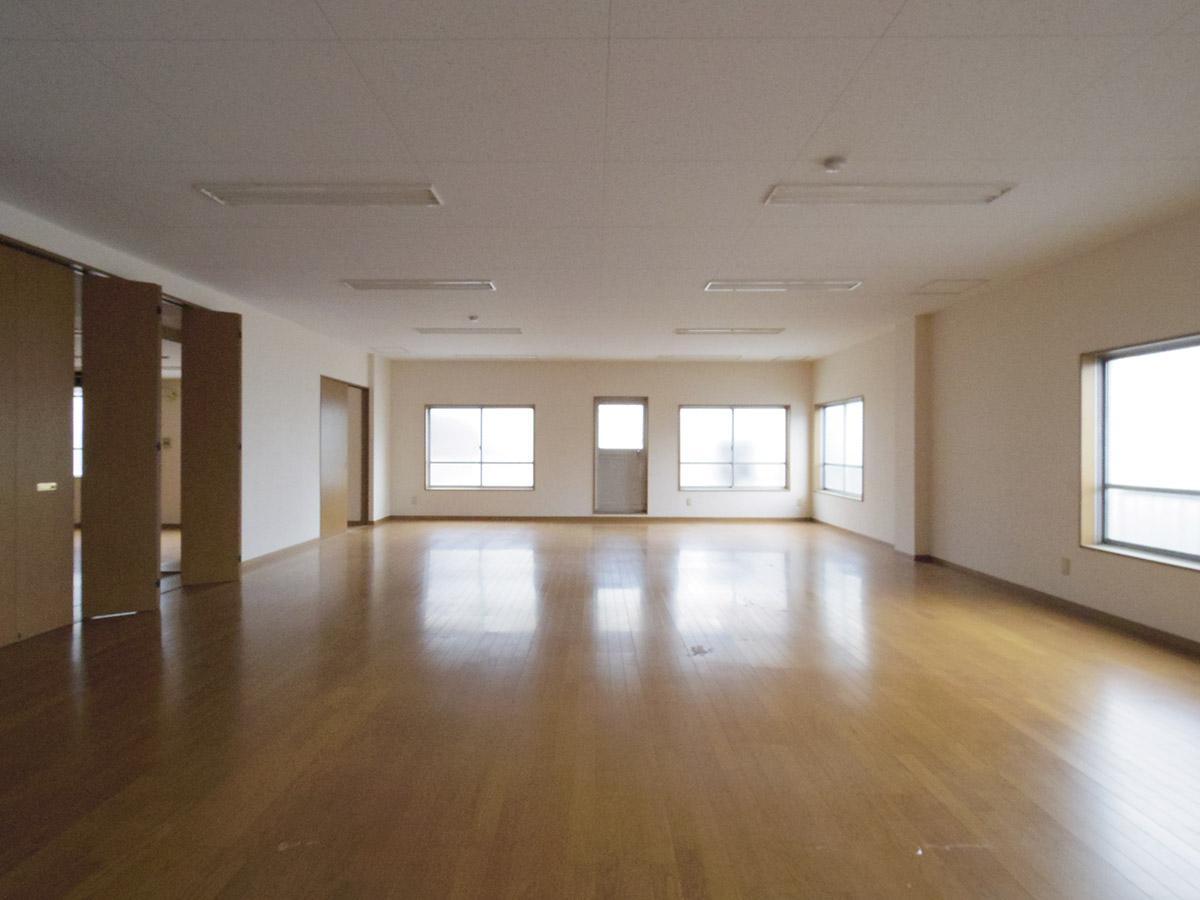 4階左区画:フローリングに白い壁紙