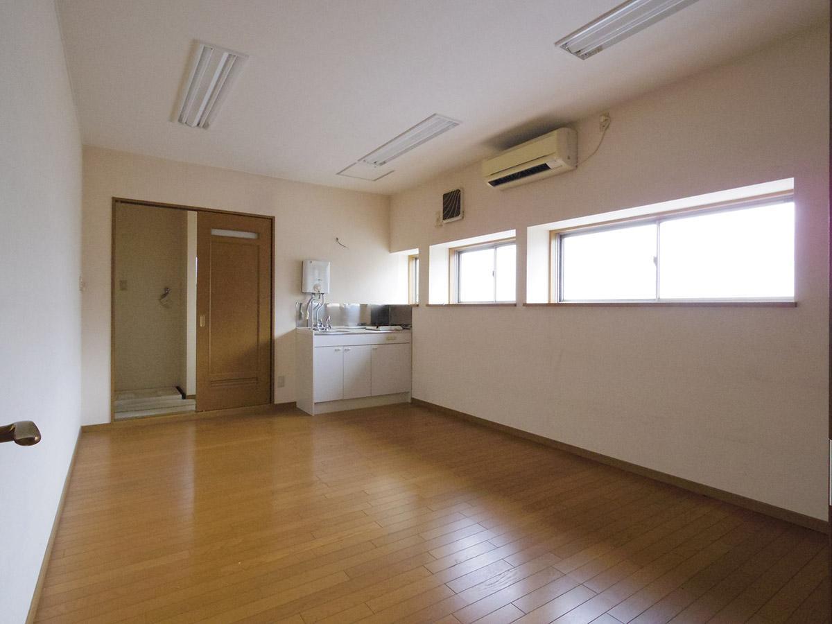 4階左区画:扉の向こうが水回り