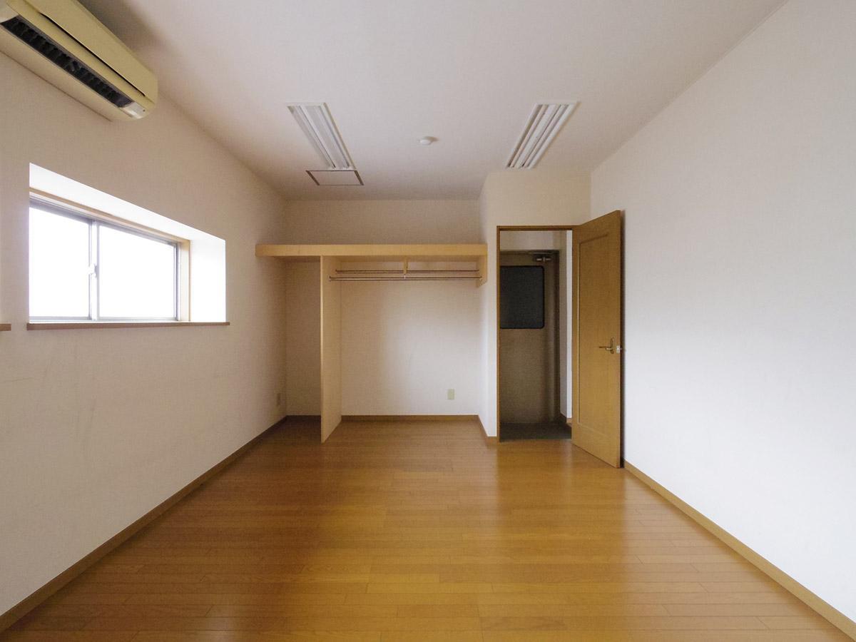 4階左区画:扉の向こうが右区画につながる