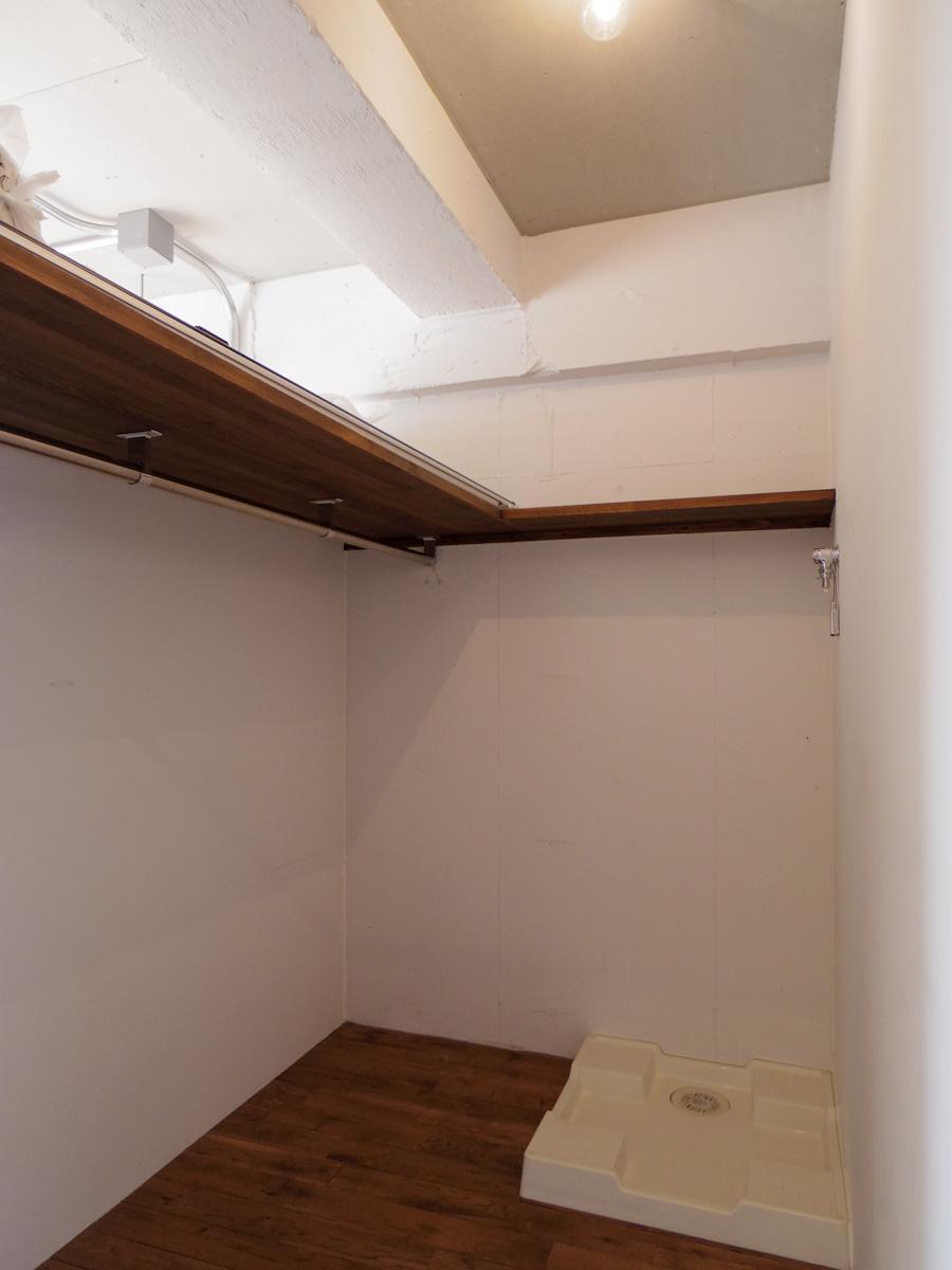 洗濯機置き場兼、収納スペース