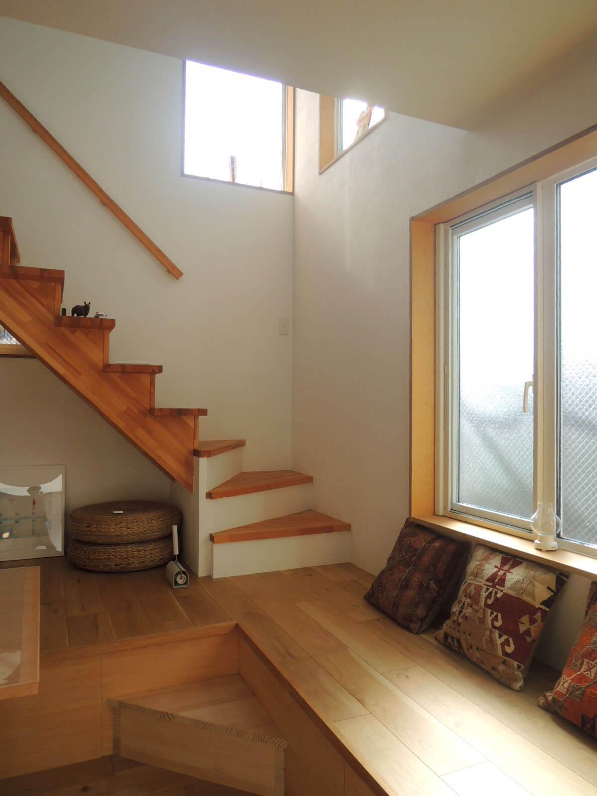 上方からも光が差し込む階段で、3階へGO!