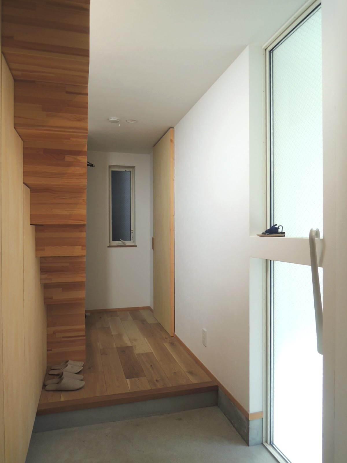 1階は玄関と水まわりのフロア。