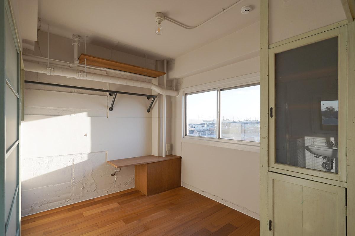 既存活かしの収納がかわいいコンパクトな寝室