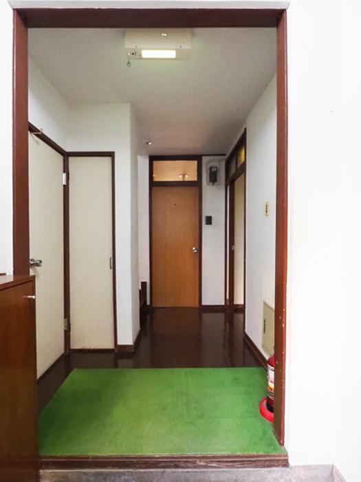 共用玄関で靴を脱ぎ、その先に専有部分の玄関があります