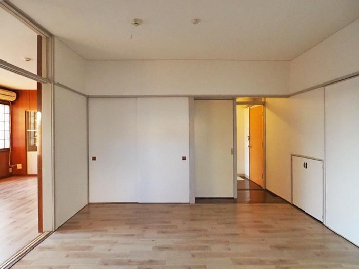 6畳の洋室。押し入れにたっぷり収納ができる