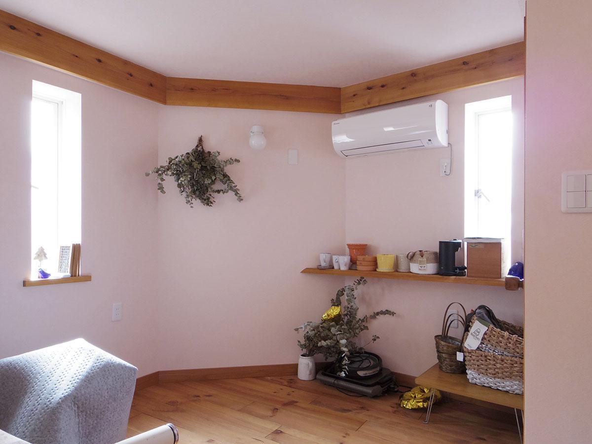 2階も無垢フローリングが用いられ、気の温もりを感じる空間