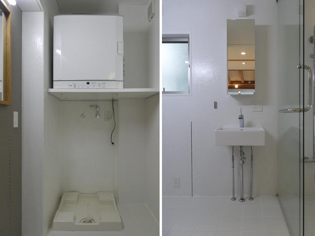 左:洗濯機置き場は高さ1.2m。衣類乾燥機付き/右:洗面所。左手壁のレールに棚の設置が可能