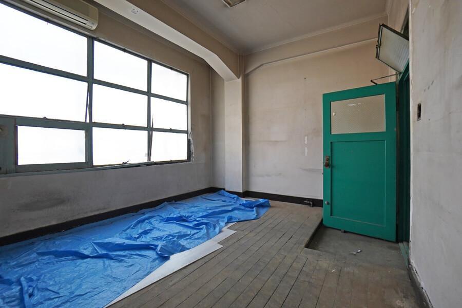 会議室も各区画と同じくらいの広さ。打合せやワークショップなどに使いやすい