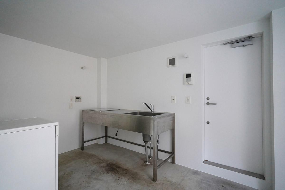 収納を排除したシンプルなキッチン