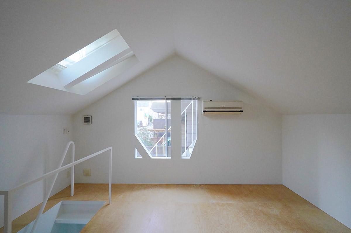屋根裏部屋のような雰囲気のある2階