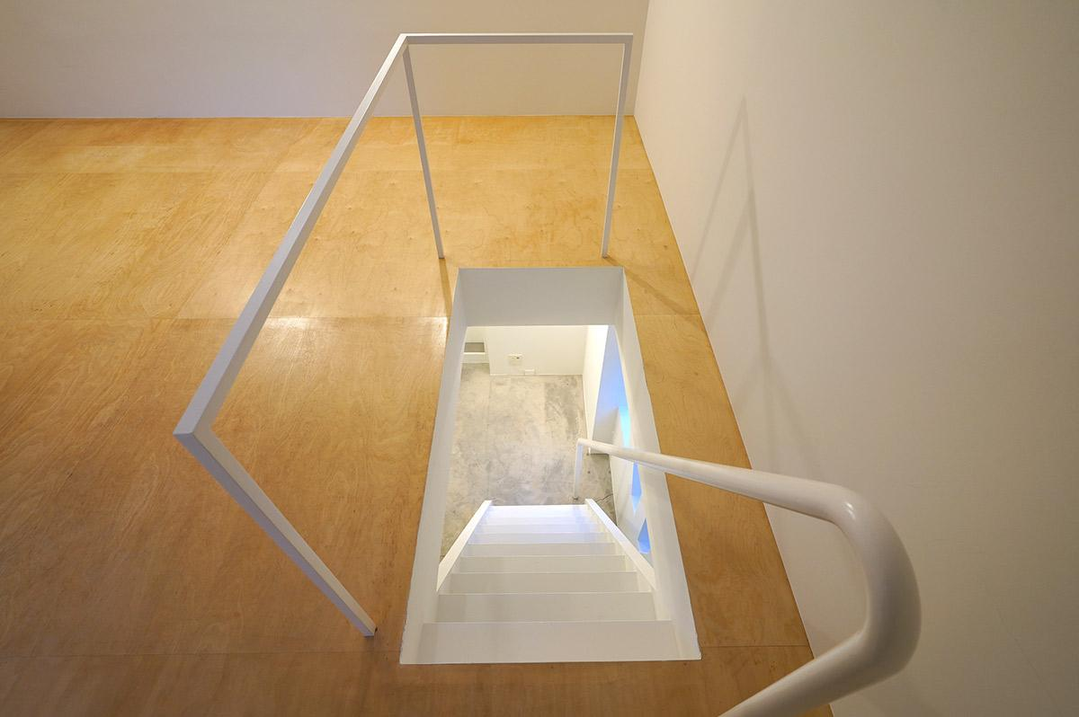 2階から1階への階段