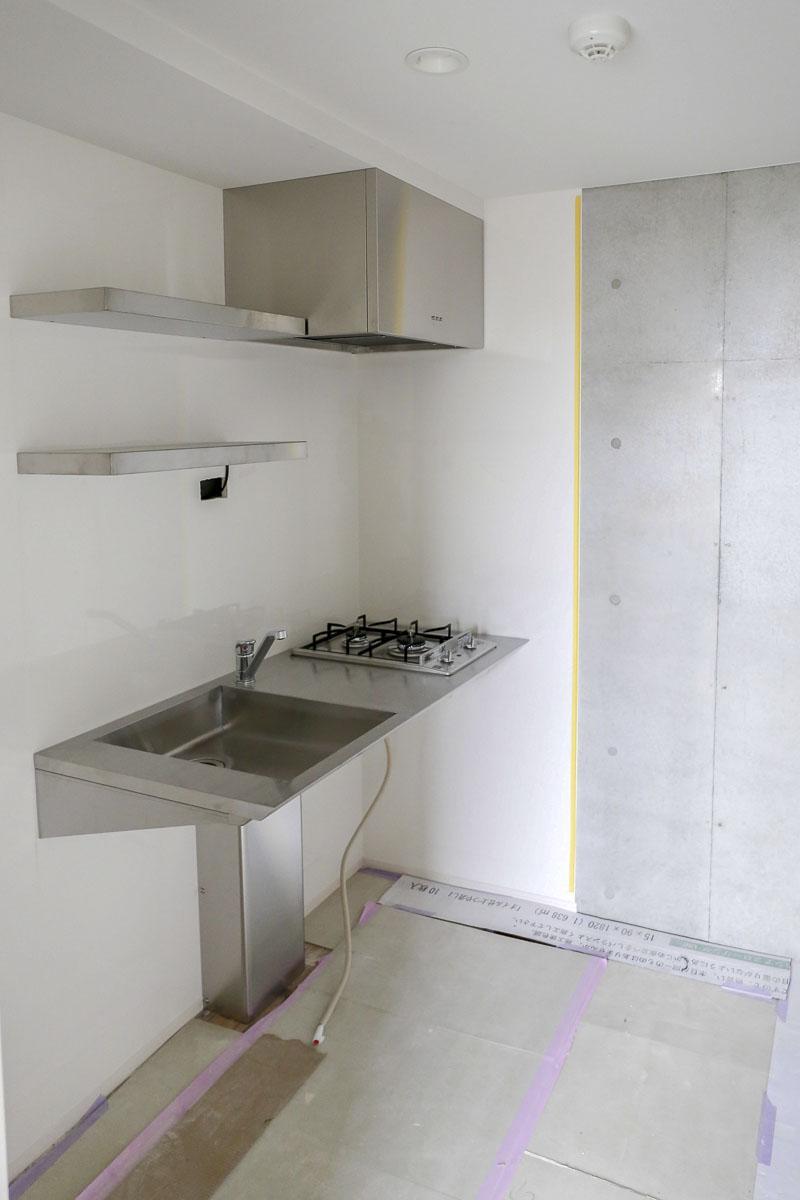 Aタイプの部屋はシンク下がスッキリしたフロート型のキッチン