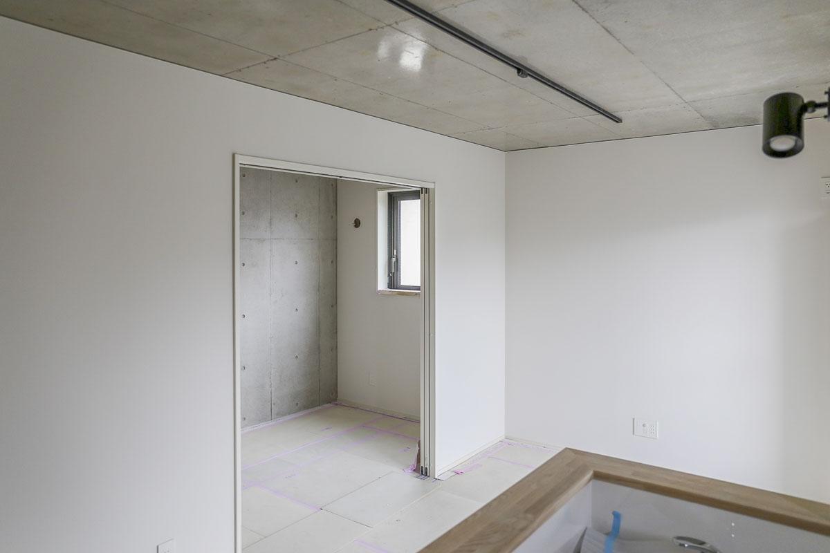 Bタイプの部屋 寝室は引き戸で仕切られ、開き戸だと発生してしまうデッドスペースがない
