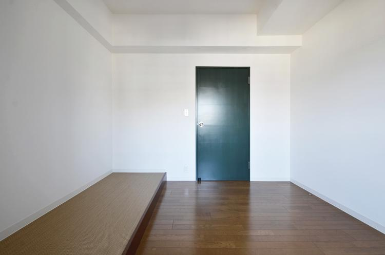 約4.3畳の個室は脇が少し小上がりになっている