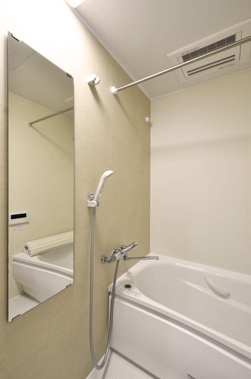 浴室には乾燥暖房機付き