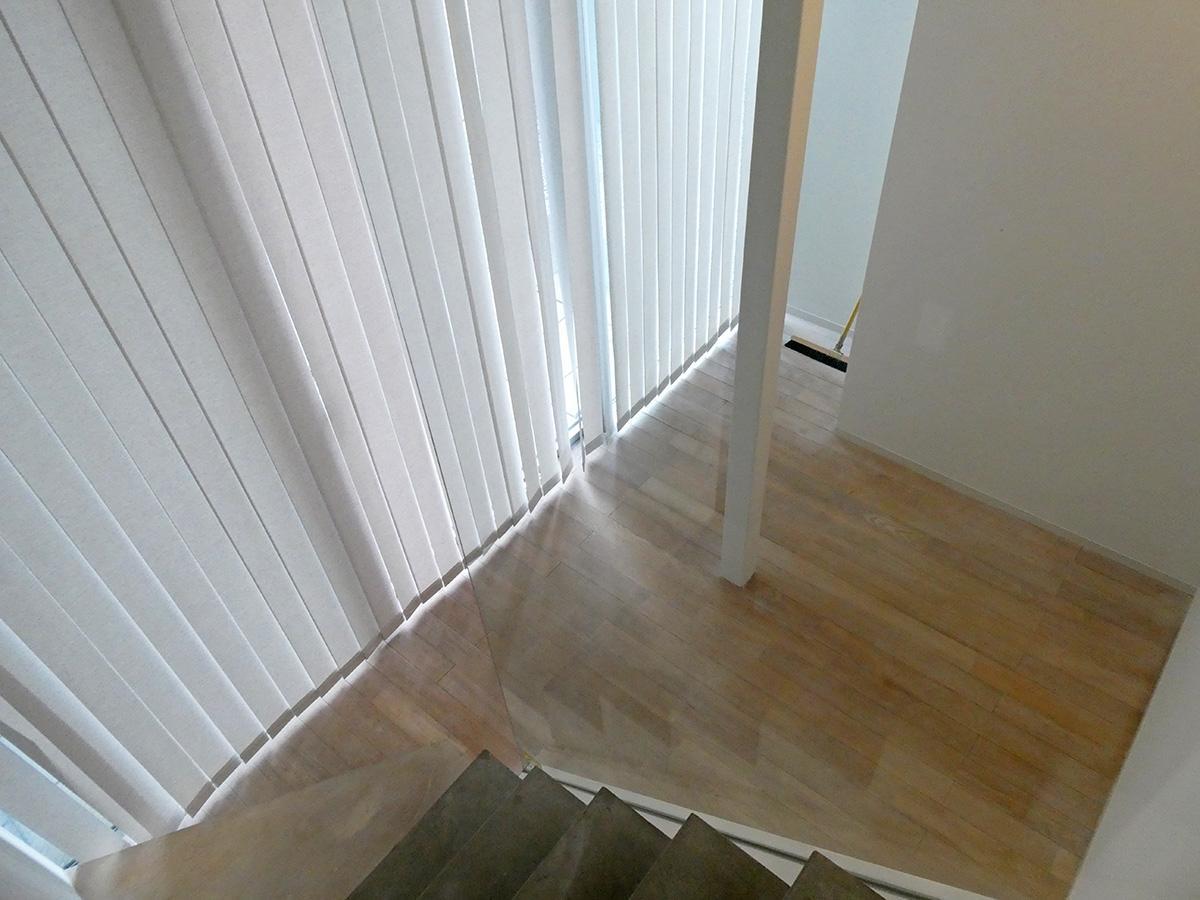 1階の納戸は収納スペースとして。机も1台であれば置けるサイズ