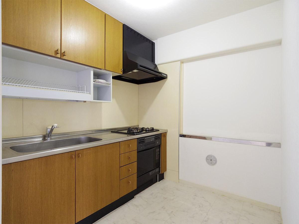 ゆとりがあるサイズのキッチン。グリル・オーブン付き