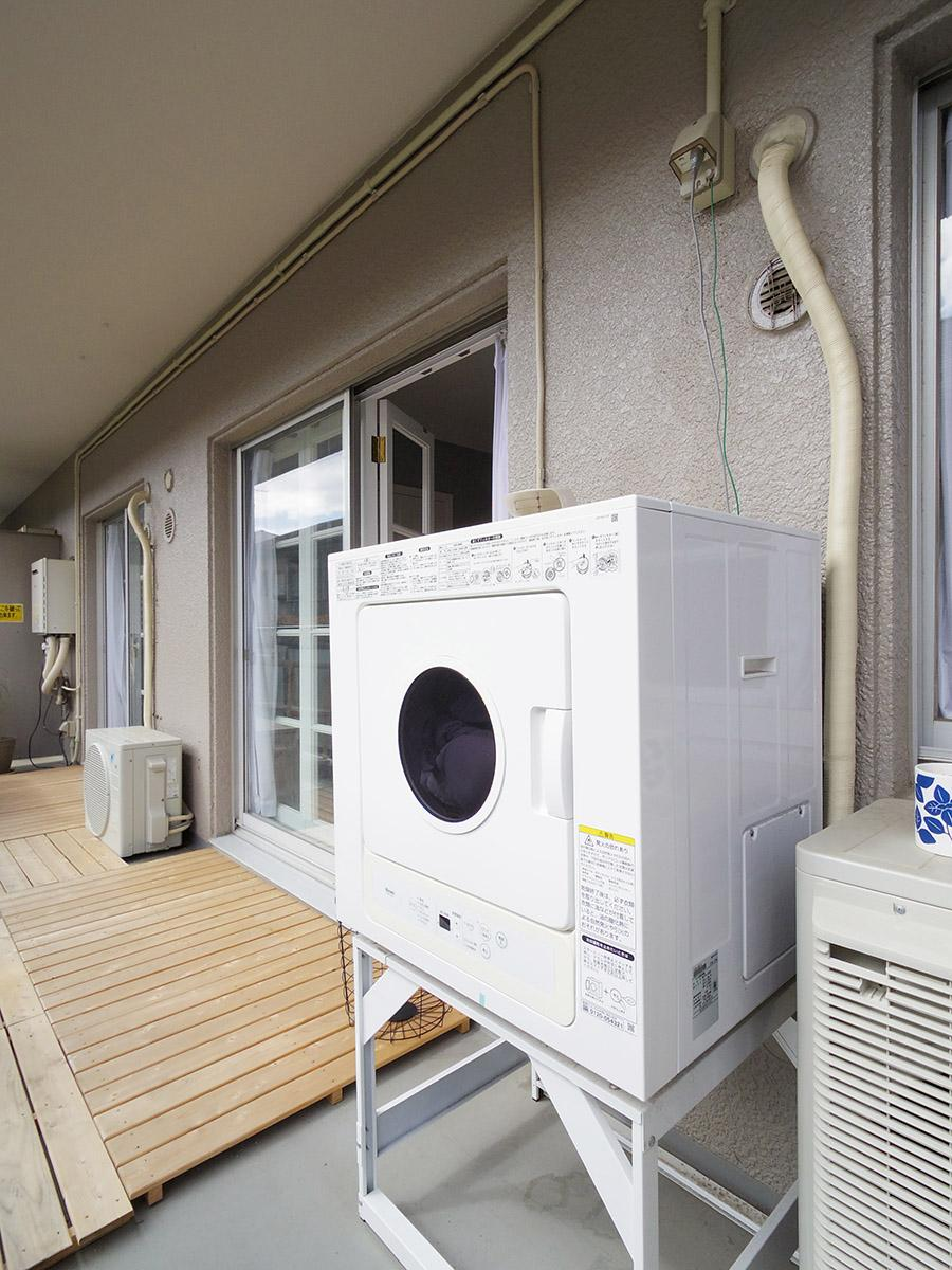 バルコニーにはガス乾燥機があるので天気が良くない日も安心