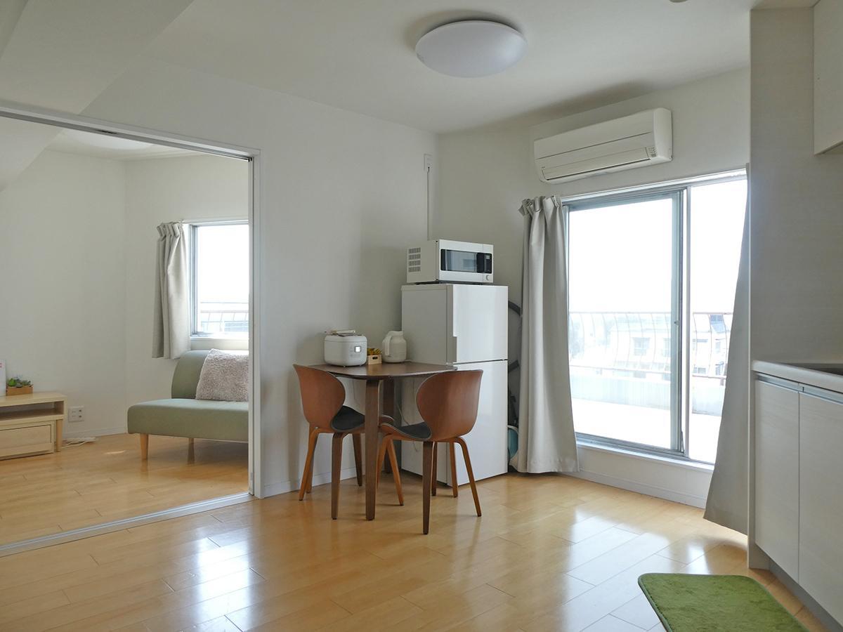 部屋の形は四角ではありません。窓が多くて気持ち良い ※不要な家具は撤去