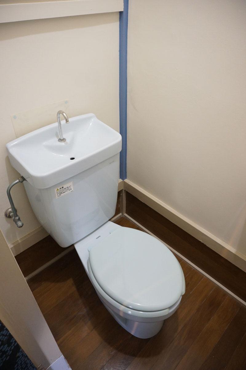 101・102トイレ:こちらもきれい目