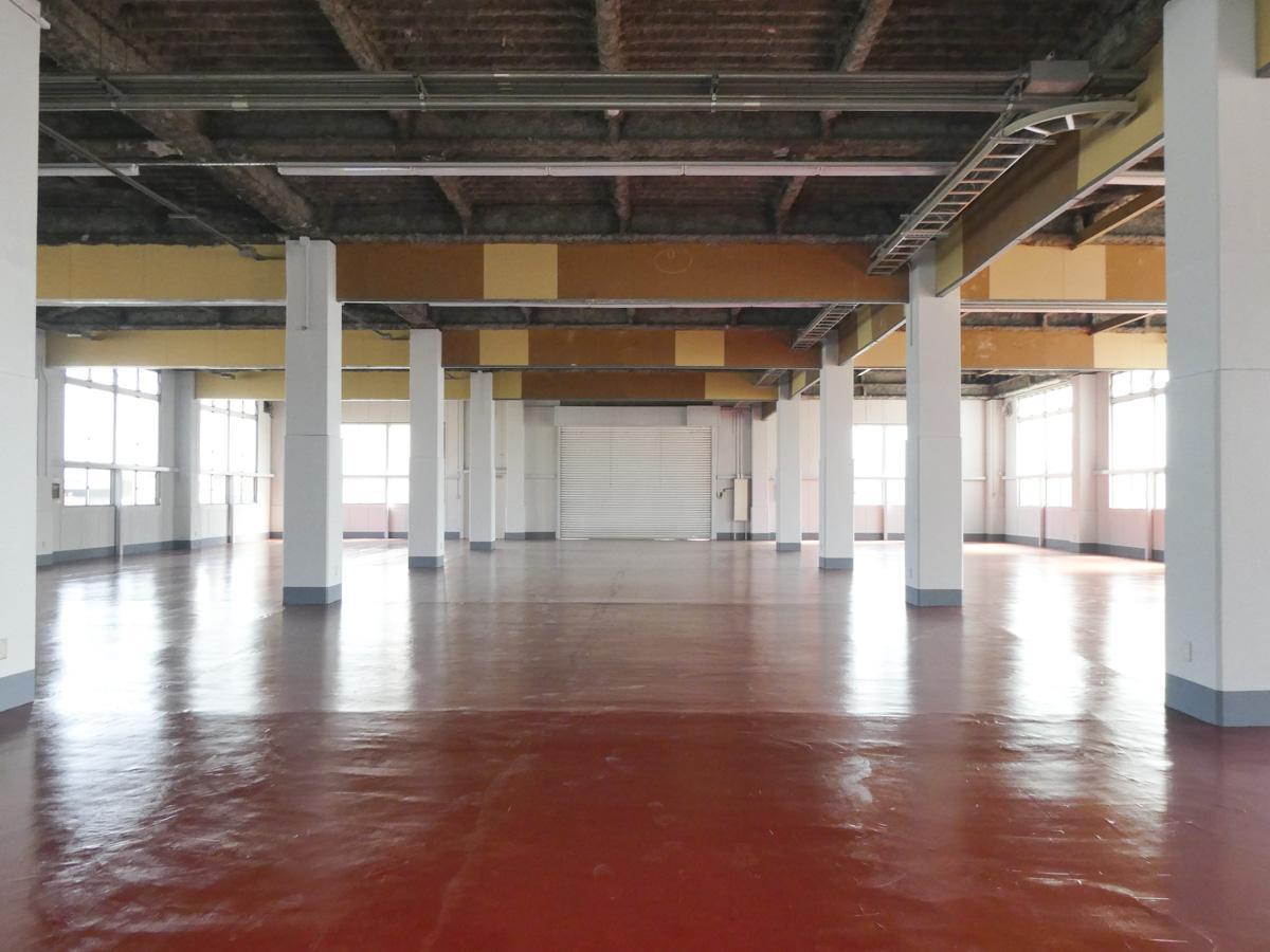 1階倉庫部分。天井高は約4.5m