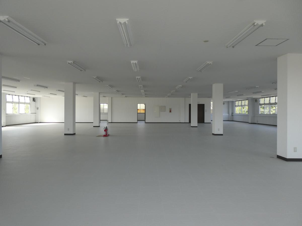 2階は会議室スペースがふたつ。天井高は2.5m
