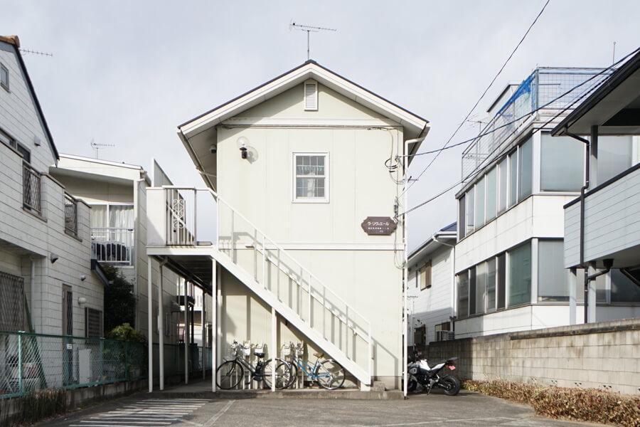 外観。小ぶりで可愛らしいアパート