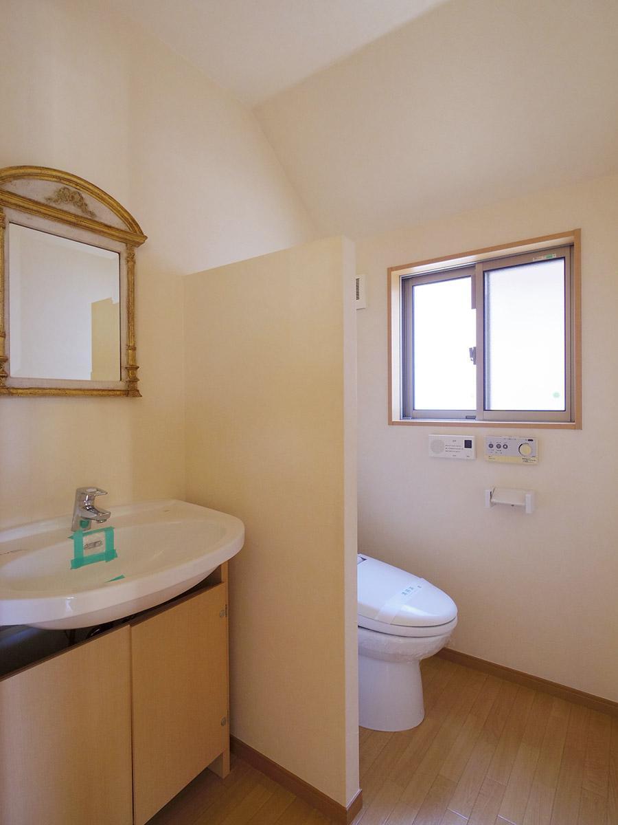 リビングに面した洗面とトイレ
