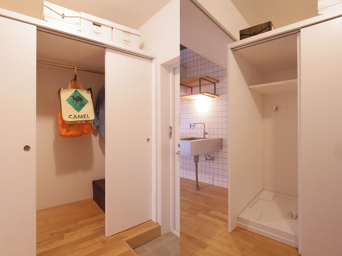 扉付きの洗濯機置き場と収納は奥行きがあるため下にも上にも荷物がたっぷりと入る(7階)