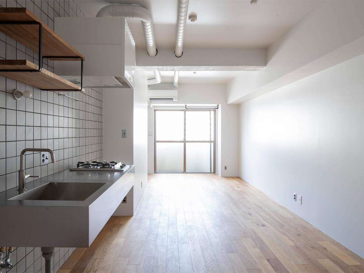 天井と壁は白塗装でクリーンな感じ(10階)