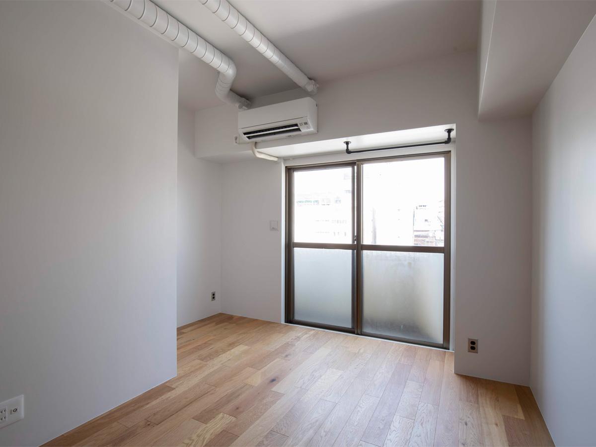 ソファースペースを挟んで開口側がベッドスペース(10階)